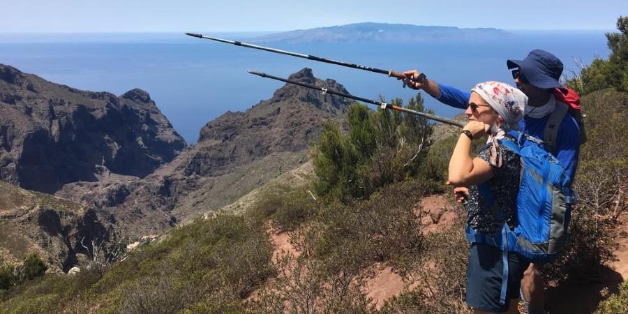 Vistas panorámicas del Barranco de Masca con La Gomera en el horizonte