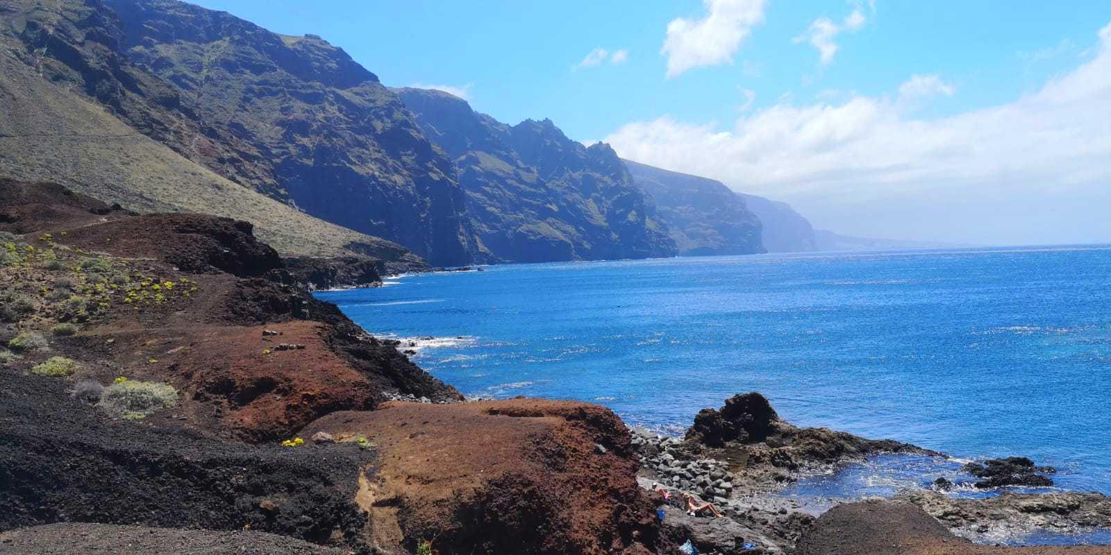 Vistas a los acantilados de Los Gigantes desde Punta de Teno