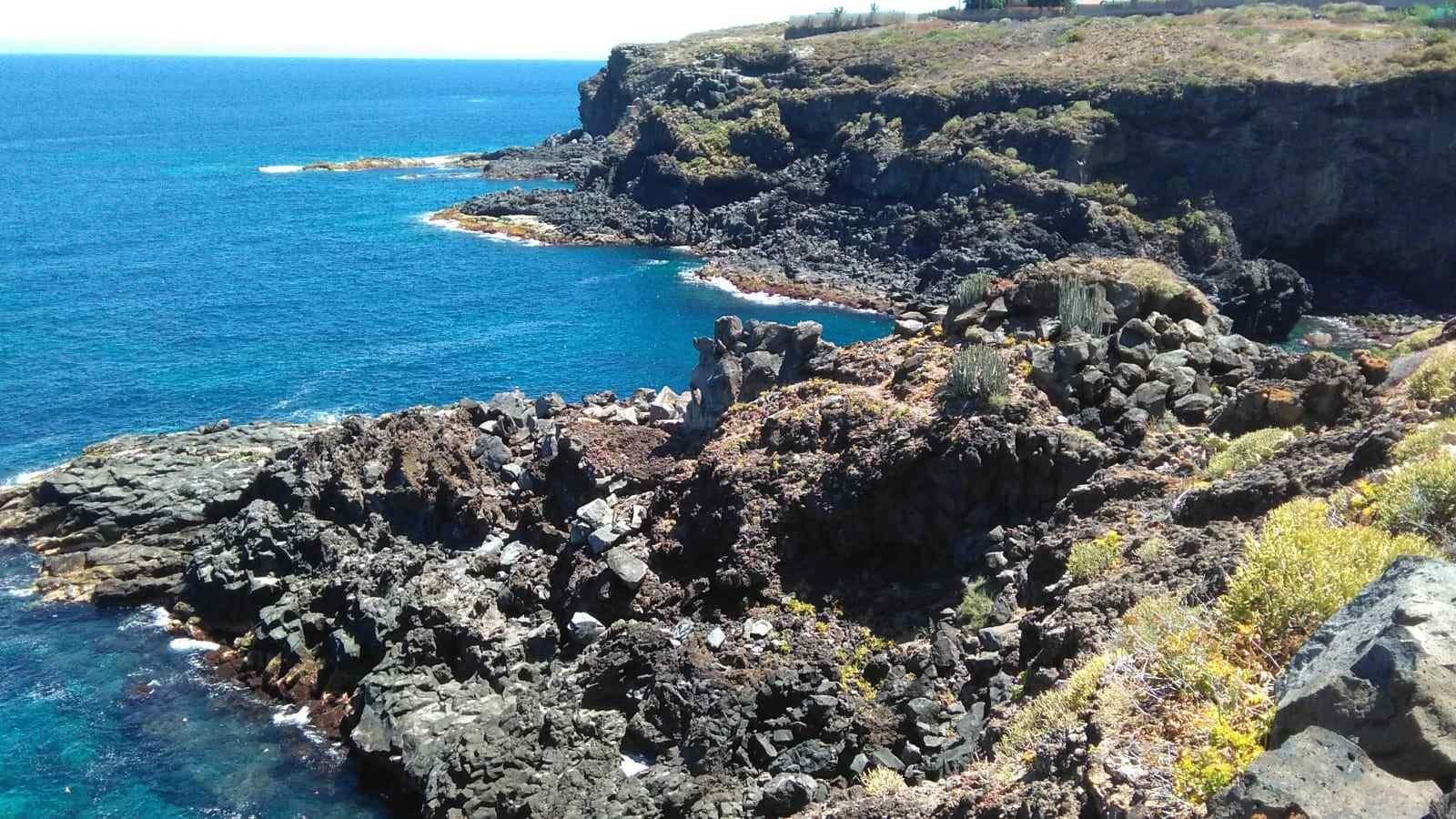 Panorámica del litoral desde el sendero en Buenavista del Norte